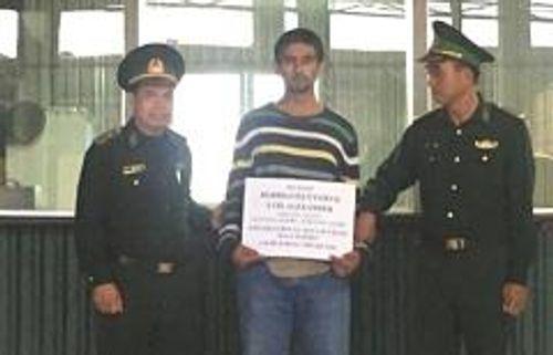 Bắt người nước ngoài trộm gần 2 tỷ đồng ở Hà Nội - Ảnh 1