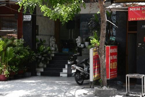 Phát hiện nam thanh niên tử vong trong khách sạn ở Sài Gòn - Ảnh 1