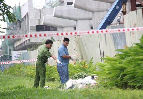 Điều tra nguyên nhân người đàn ông tử vong ven xa lộ Hà Nội - Ảnh 2