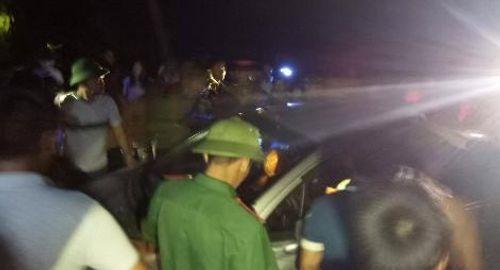 Bị dân truy đuổi, 3 kẻ trộm chó bỏ lại ôtô tháo chạy vào rừng - Ảnh 2