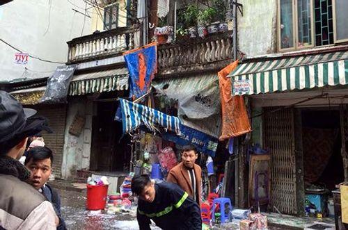Hà Nội: Cháy nhà trên phố Bạch Mai, nhiều người hoảng loạn - Ảnh 1