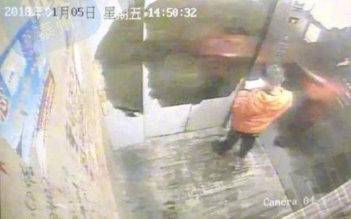 Đánh mất điện thoại, bé trai 9 tuổi bị mẹ trói, đánh đến chết - Ảnh 1