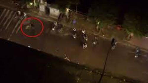 Điều tra vụ 2 nhóm thanh niên cầm hung khí ẩu đả trong đêm - Ảnh 1