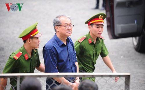 Xử đại án Phạm Công Danh: Tòa từ chối luật sư của ông Trần Bắc Hà - Ảnh 1