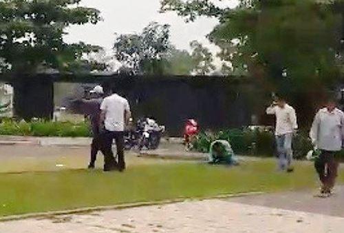 Điều tra vụ tài xế GrabBike nghi bị nhóm xe ôm truyền thống đánh chảy máu đầu - Ảnh 1