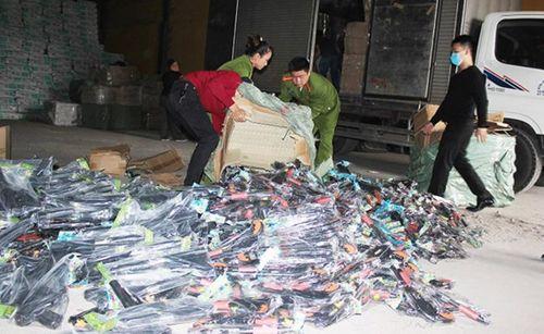 Phát hiện hơn 2.000 khẩu súng nhựa vận chuyển từ Quảng Ninh về Thanh Hóa - Ảnh 1