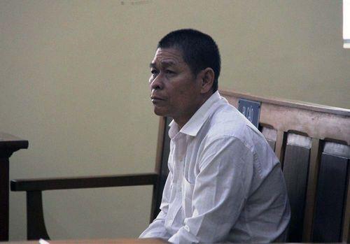 Xử vụ bé gái tự tử sau khi tố bị xâm hại: Bị cáo chối tội trước tòa - Ảnh 1