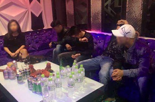 Hà Tĩnh: Đột kích karaoke Ruby, bắt quả tang 5 người đang tổ chức tiệc ma túy - Ảnh 1