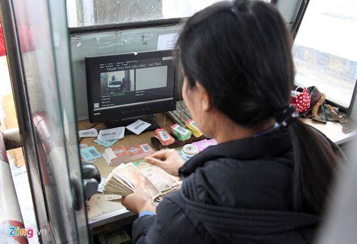 Trả phí BOT Cầu Rác bằng tiền xu, tài xế bị nhân viên từ chối bán vé - Ảnh 1
