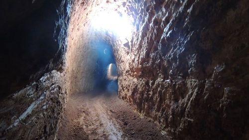 Phát hiện hầm khai thác vàng ngay trong vườn nhà dân - Ảnh 2