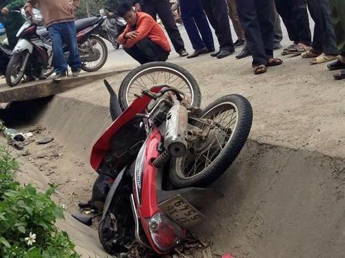 Người dân truy đuổi, bắt giữ tên trộm xe máy - Ảnh 1