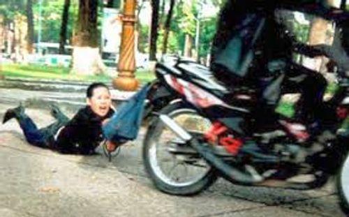 Xóa sổ băng nhóm gây ra gần 20 vụ cướp tài sản của phụ nữ đi đường - Ảnh 1