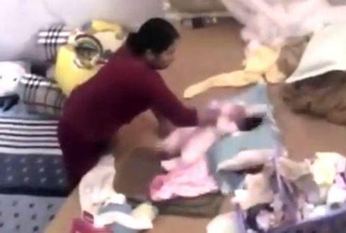 Nữ giúp việc hành hạ bé gần 2 tháng tuổi lãnh 15 tháng tù - Ảnh 1