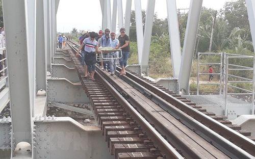 Ngồi trên đường ray, nam thanh niên bị tàu hỏa đâm tử vong - Ảnh 1