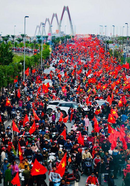 Đội tuyển U23 Việt Nam đang vào Lăng Chủ tịch Hồ Chí Minh báo công (Cập nhật) - Ảnh 2