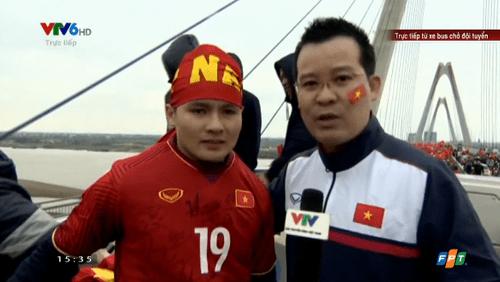 Clip: Quang Hải xúc động trước biển người chào đón U23 Việt Nam - Ảnh 1