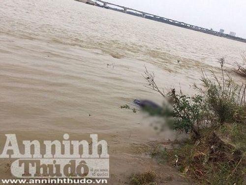 Người đàn ông bất ngờ bỏ lại xe máy trên cầu Vĩnh Tuy rồi gieo mình xuống sông Hồng - Ảnh 1
