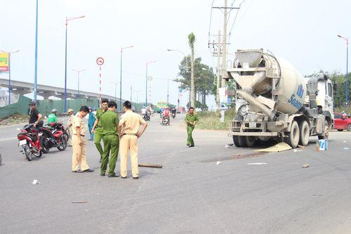 Tai nạn giao thông, nữ công nhân chết thảm dưới bánh xe bồn - Ảnh 1