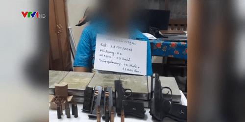 Người đàn ông bị bắt cùng 10 bánh heroin, 4 khẩu súng - Ảnh 1