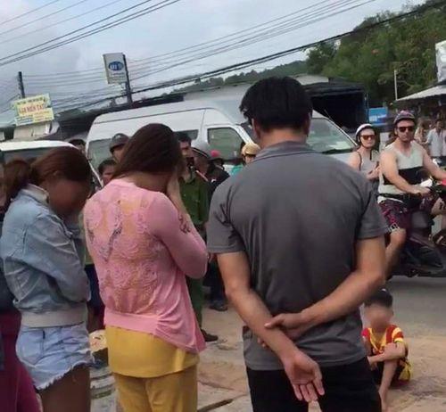 """Chủ tịch tỉnh Kiên Giang chỉ đạo làm rõ clip """"công an bêu tên người mua bán dâm"""" - Ảnh 1"""