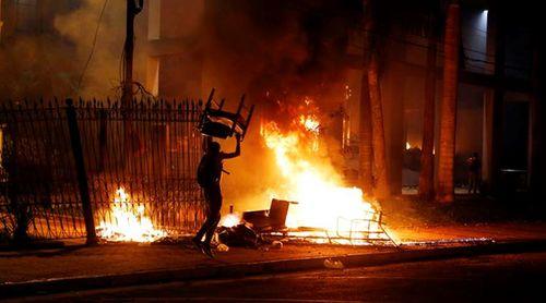 Hà Nội: Tẩm xăng đốt nhà bố vợ lúc nửa đêm, con rể nhập viện cấp cứu - Ảnh 1