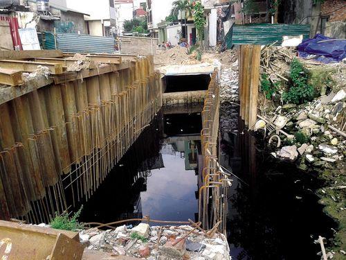 Hà Nội: Người dân Thụy Khuê khốn khổ vì sống cạnh mương ô nhiễm - Ảnh 1