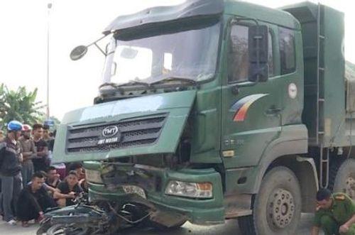 Tin tai nạn giao thông mới nhất ngày 13/11/2018: Xe container lật, đè chết 2 mẹ con ở Ba Vì - Ảnh 2