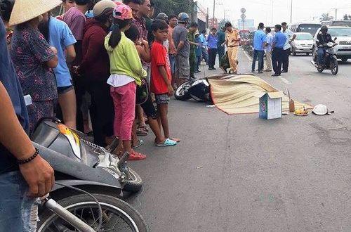 Tin tai nạn giao thông mới nhất ngày 14/11/2018: Xe chở quân nhân đến thao trường gặp nạn, 2 người tử vong - Ảnh 1