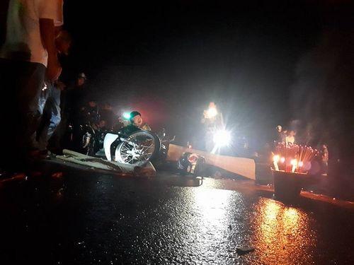 Xe máy đấu đầu ô tô khách, nam thanh niên chết thảm - Ảnh 1