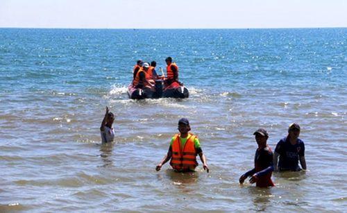 Lao xuống biển cứu 2 anh em ruột, nam thanh niên mất tích - Ảnh 1