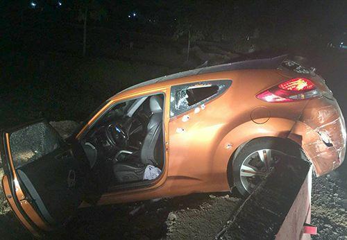 Cảnh sát bắn vỡ kính ôtô, bắt giữ kẻ vận chuyển 10 kg ma túy tổng hợp - Ảnh 1