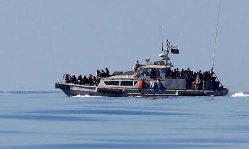 Lật tàu ở ngoài khơi Libya, ít nhất 90 người có nguy cơ đuối nước - Ảnh 1