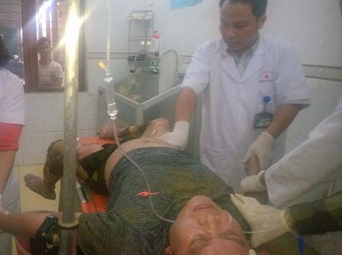 Hạ cây nêu Tết, 2 anh em ruột bị điện giật phải nhập viện cấp cứu - Ảnh 2