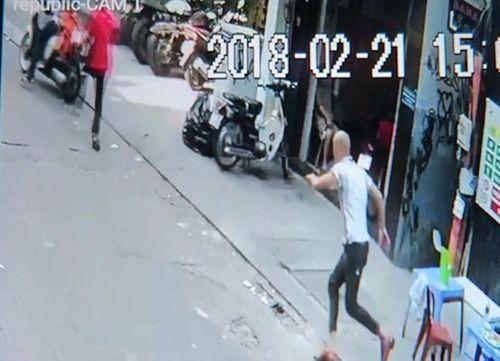 Bị giật túi xách ở khu phố Tây, Việt kiều Đức lên mạng cầu cứu - Ảnh 1