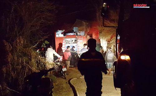 Kịp thời cứu thoát 5 cháu nhỏ trong căn nhà bốc cháy dữ dội - Ảnh 1