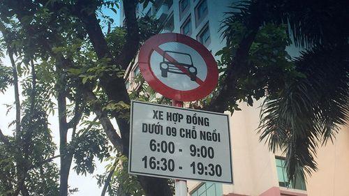 Hà Nội: Đề nghị chính thức cấm xe Uber, Grab trên 11 tuyến phố - Ảnh 1
