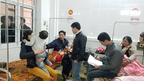 Nổ bình gas tại hội chợ trường, 7 học sinh tiểu học nhập viện cấp cứu - Ảnh 1