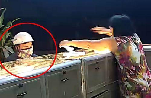 Clip: Nữ chủ tiệm vàng kể lại phút đối mặt với tên cướp táo tợn - Ảnh 1