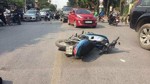 Hà Nội: Xe máy va chạm xe buýt, nam thanh niên tử vong tại chỗ - Ảnh 1