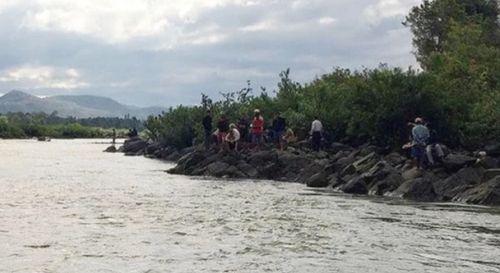 Tìm thấy thi thể 3 học sinh bị đuối nước dưới sông - Ảnh 1