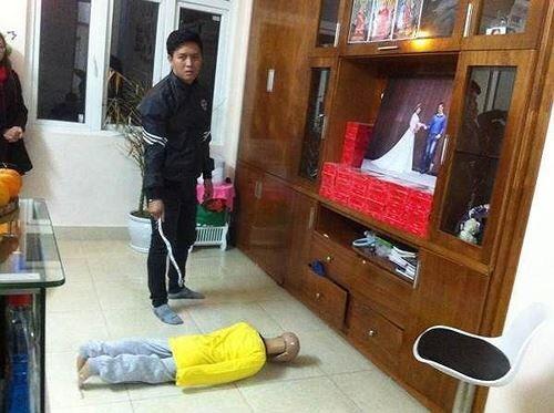 Hà Nội: Người cha bạo hành dã man con trai 10 tuổi bị khởi tố thêm tội danh - Ảnh 1