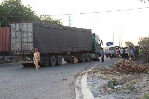 Tai nạn giao thông, nam thanh niên chết thảm dưới bánh container - Ảnh 1