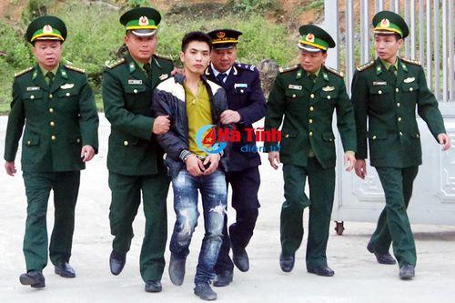 Người đàn ông vận chuyển 3.200 viên ma túy tổng hợp từ Lào về Việt Nam - Ảnh 1