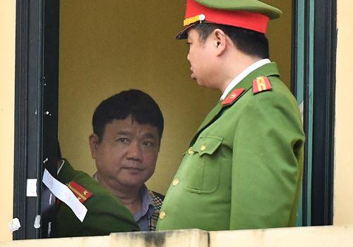 Hình ảnh mới nhất của ông Đinh La Thăng trong lần thứ 2 hầu tòa - Ảnh 2