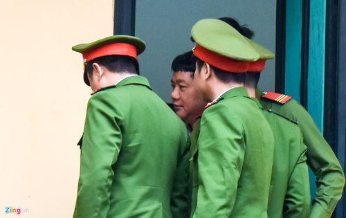 Hình ảnh mới nhất của ông Đinh La Thăng trong lần thứ 2 hầu tòa - Ảnh 4