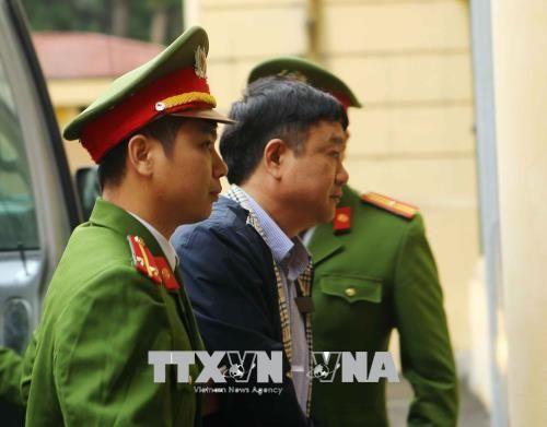 Hình ảnh mới nhất của ông Đinh La Thăng trong lần thứ 2 hầu tòa - Ảnh 3