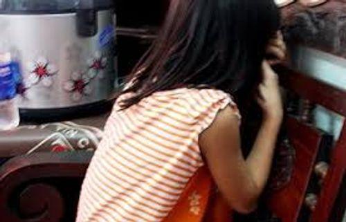 Thiếu niên giở trò đồi bại với bé gái 11 tuổi bị khởi tố - Ảnh 1