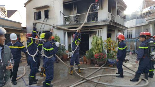 Cháy nhà giữa trung tâm Đà Lạt, cụ bà 75 tuổi may mắn thoát thân - Ảnh 1