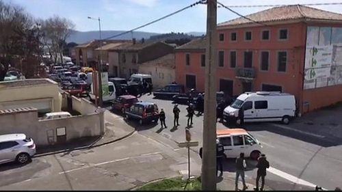Nổ súng, bắt cóc con tin ở siêu thị tại Pháp, ít nhất 2 người chết - Ảnh 1