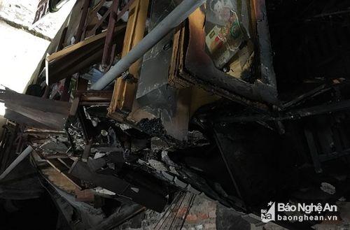 Cháy chung cư ở Nghệ An, hàng chục người hoảng loạn tháo chạy - Ảnh 1